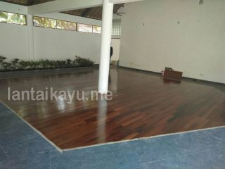 Bali lantai kayu villa leon candi basa