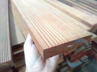 Lantai kayu Decking ulin kalimantan