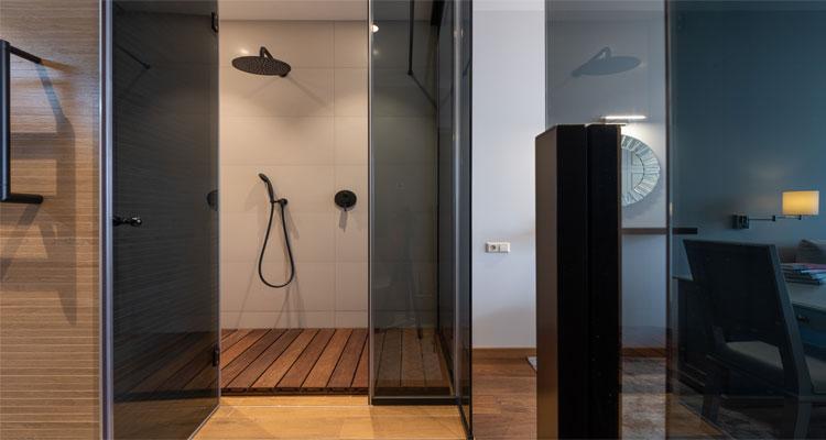 lantai kayu kamar mandi minimalis