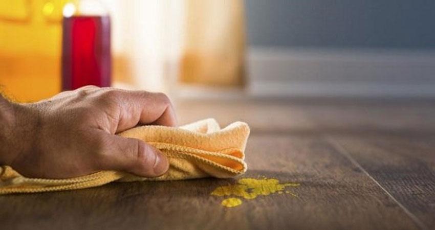 membersihkan lantai parket menggunakan bahan alami
