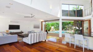 lantai kayu dapat mengubah tampilan rumah