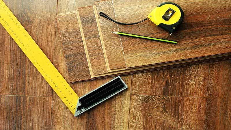 Pilih lantai laminasi atau lantai parket