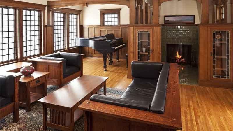 kayu jati bermanfaat untuk di jadikan bahan baku furniture