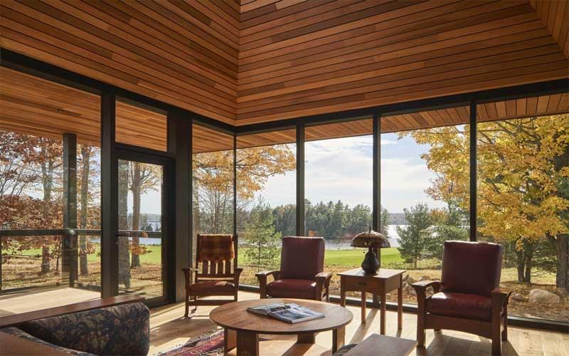 agar tampilan rumah terkesan mewah gunakan plafon kayu lambersering