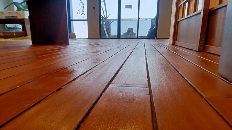 harga lantai kayu solid per meter 2021